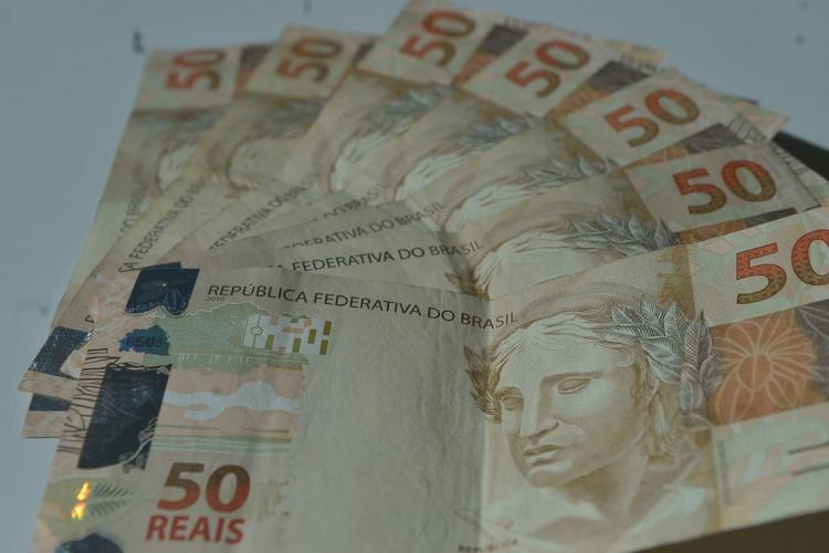 As reduções mais significativas no número de famílias endividadas foram entre as que ganham até dez salários mínimos. (Foto: Agencia Brasil)