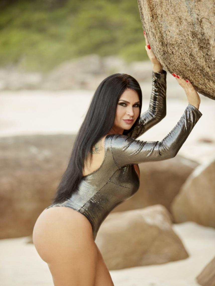 Solange Gomes revela já ter feito sexo a três com galã global.