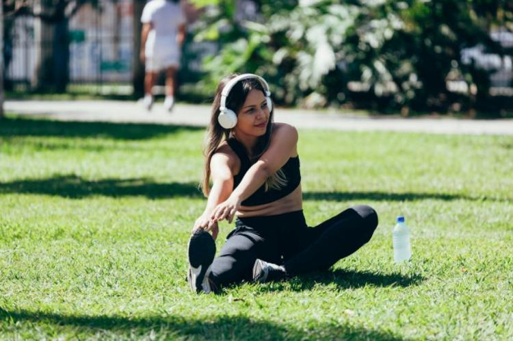 Cerca de 30 minutos diários de exercício podem causar uma grande diferença na saúde física e mental (Foto: Getty Images/iStockphoto)