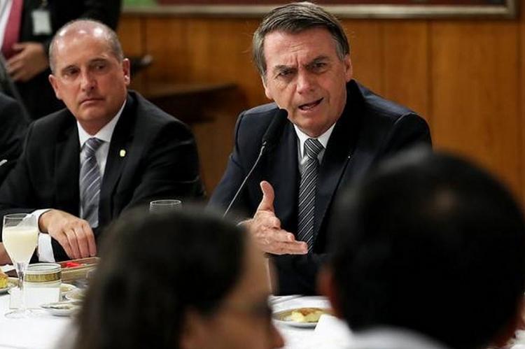 Presidente Jair Bolsonaro (Sem Partido) e ministro Onyx Lorenzoni (DEM-RS), da Cidadania, participaram de transmissão e criticaram Cid Gomes