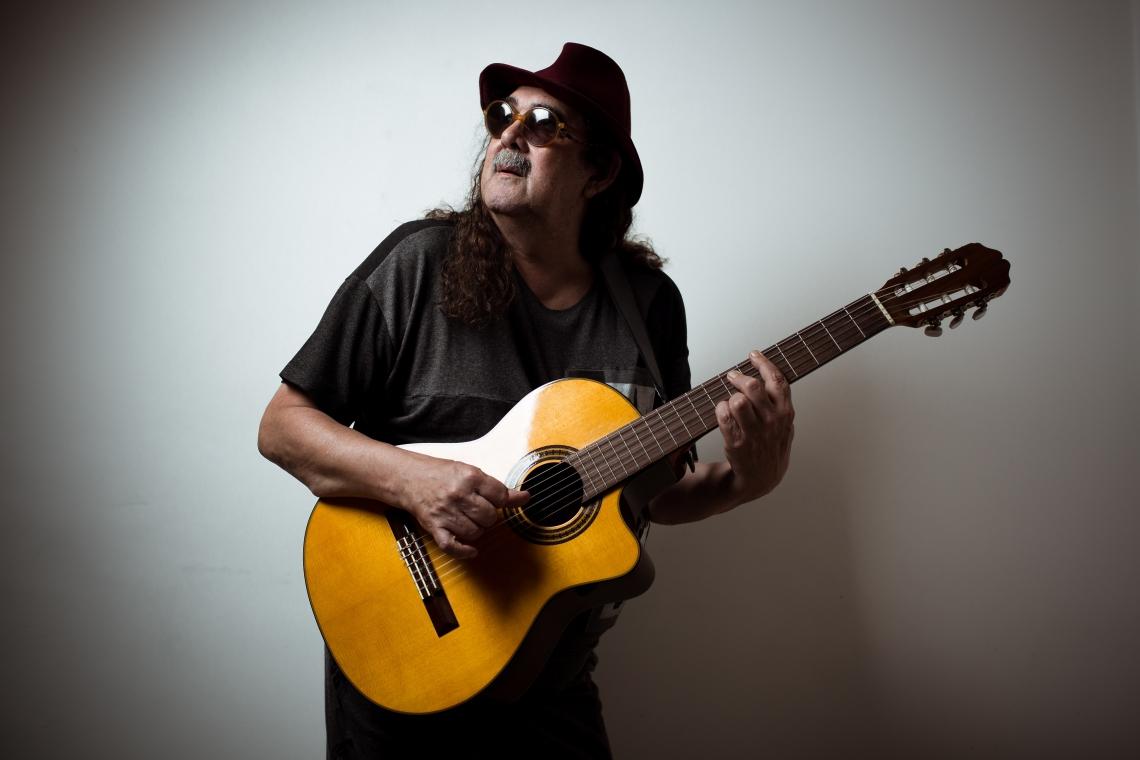 O cantor Moraes Moreira se apresenta no encerramento do evento, no domingo