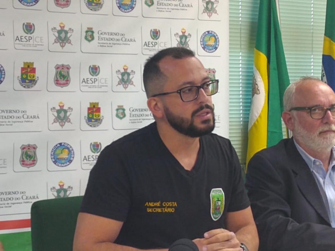Secretário André Costa durante entrevista coletiva na tarde desta sexta-feira, 19, sobre a prisão do prefeito afastado de Uruburetama, José Hilson Paiva