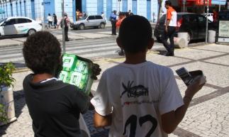 Crianças trabalhando na Praça do Ferreira