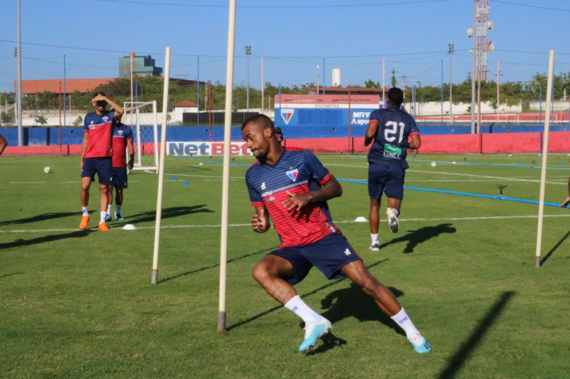 Felipe Pires está treinando no clube desde a última quarta-feira