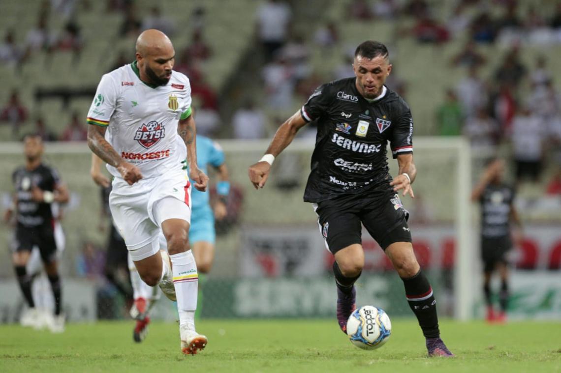Atacante Edson Cariús sofreu forte marcação da defesa maranhense na partida.