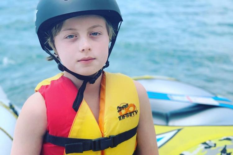 Após acidente, filho de Luciano Huck e Angélica volta a praticar wakeboard. (Foto: Reprodução/Instagram)