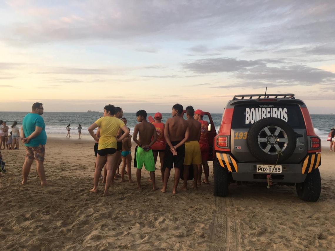 O Corpo de Bombeiros Militar do Ceará (CBMCE) realizava buscas pelo jovem no fim da tarde