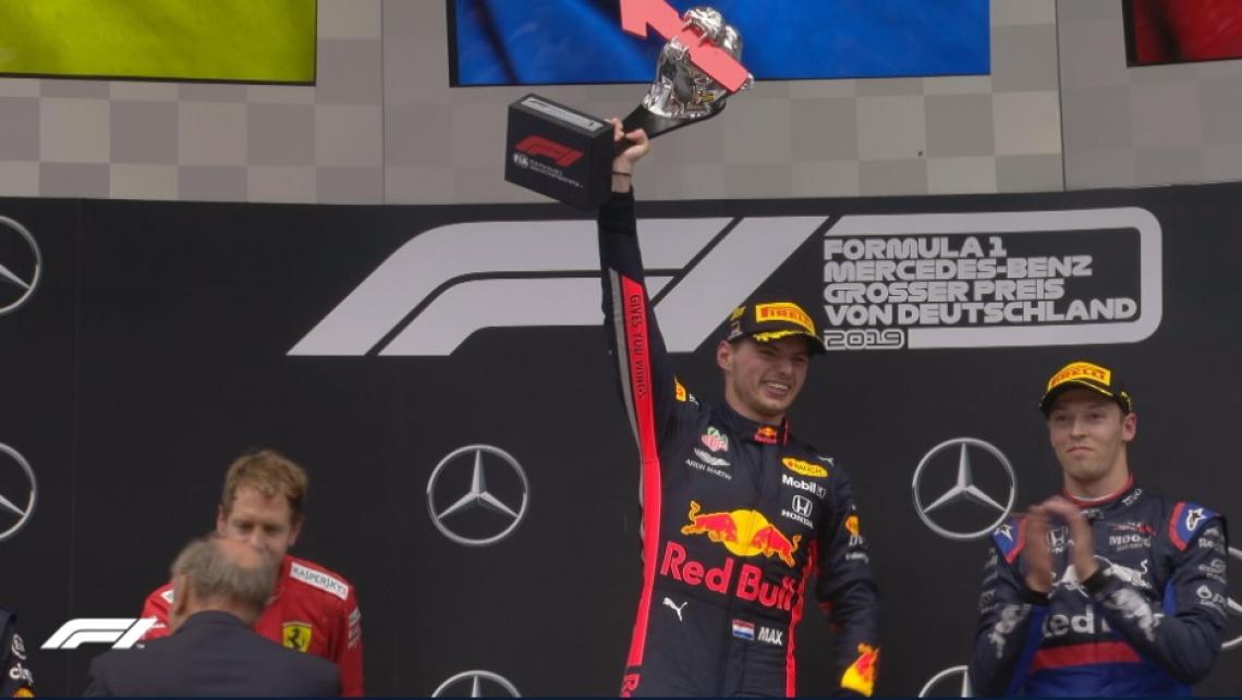 GP da Alemanha caiu no colo do holandês após muitos problemas com outros pilotos durante a disputa do circuito