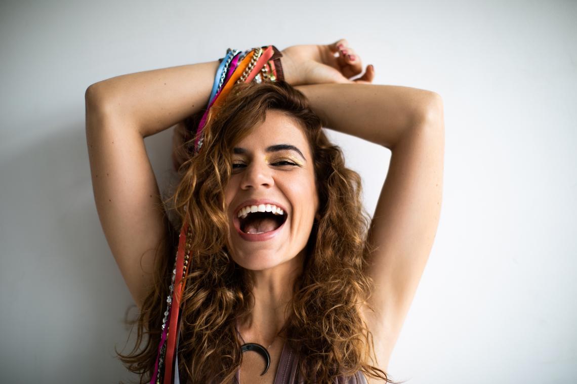 Mariana Aydar canta seu novo projeto,