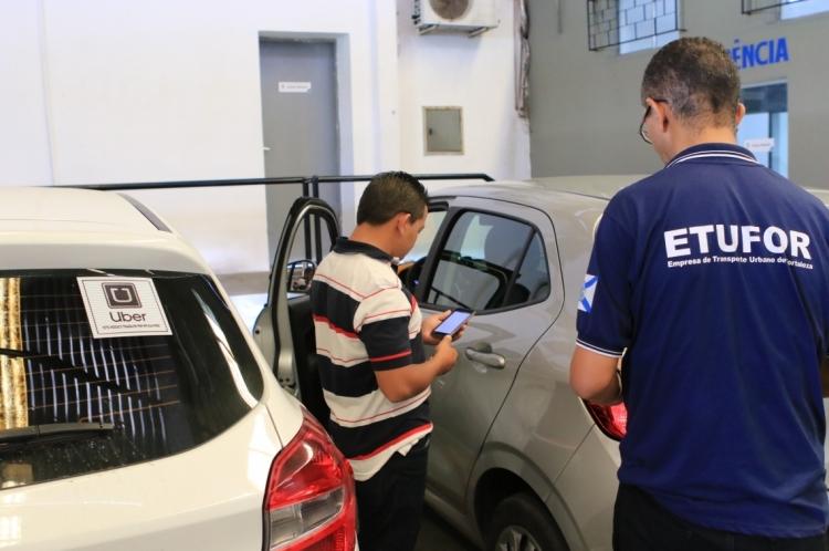 Na vistoria, são observados os itens básicos de conforto e segurança do veículo, tais como estado e conservação dos pneus, sistema elétrico, carroceria, entre outros.