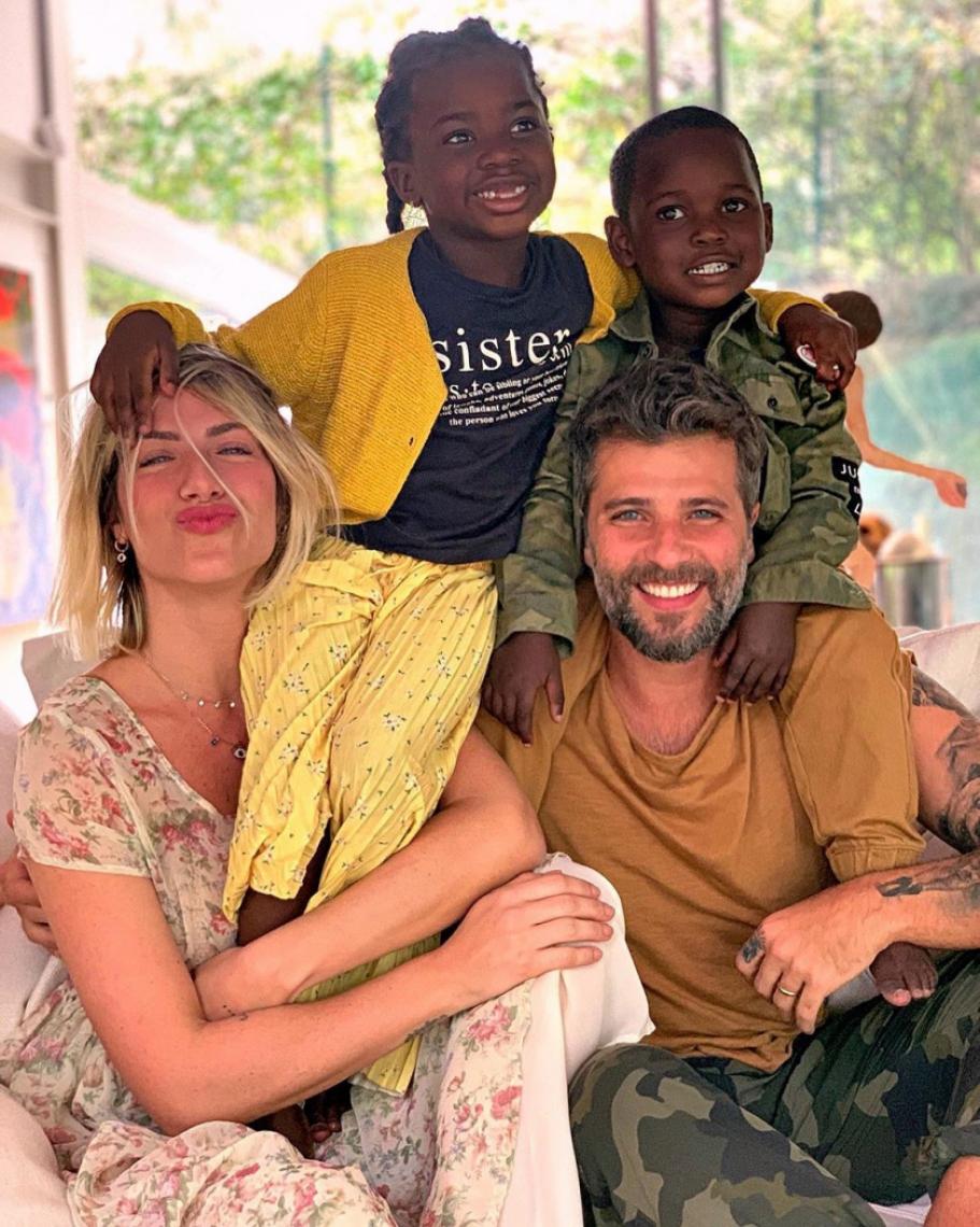 Bruno Gagliasso e Giovanna Ewbank compartilham primeira foto com filho, Bless.