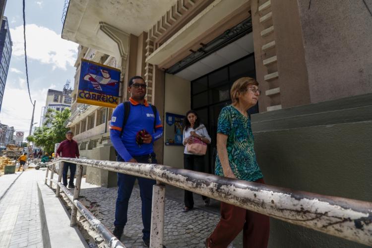 Correios devem funcionar normalmente por pelo menos mais 30 dias no Ceará.  (Foto: Alex Gomes/Especial para O POVO)
