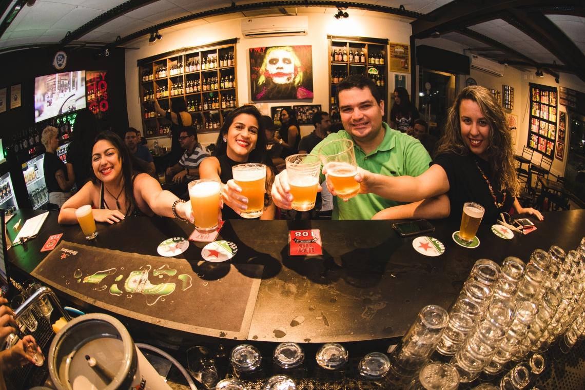 O brewpub, nome dado a estabelecimentos que fabricam a própria bebida, funciona de 17h30 à 01h durante a sexta-feira.