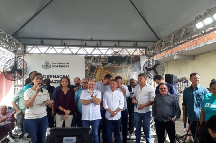 Roberto Cláudio assinou a ordem de serviço das obras nesta sexta-feira, 2