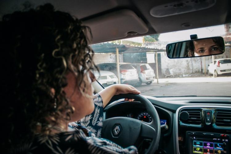 O aplicativo Lady Driver busca ser uma ferramenta para que possa dar mais segurança na viagem, tanto para passageiras quanto para as motoristas, como evitar casos de assédio ao público feminino (Foto: CAMI/O POVO)