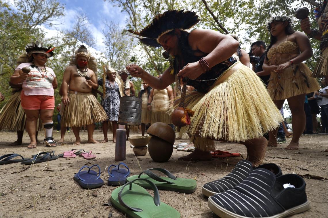 Povos indígenas como os tapebas enfrentaram problemas de falta de alimento devido ao isolamento necessário contra medidas de proteção contra a Covid-19. Nesta imagem, os tapebas iniciam comemoração ao dia internacional do Povo Indígena em 2019