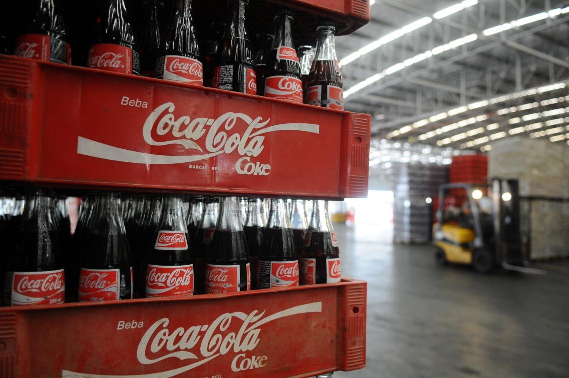 Fábrica da Coca-Cola Norsa, na Água Fria Na foto: Galpão de estoque da fábrica da Coca-Cola Foto: Deivyson Teixeira, em 09/11/2012