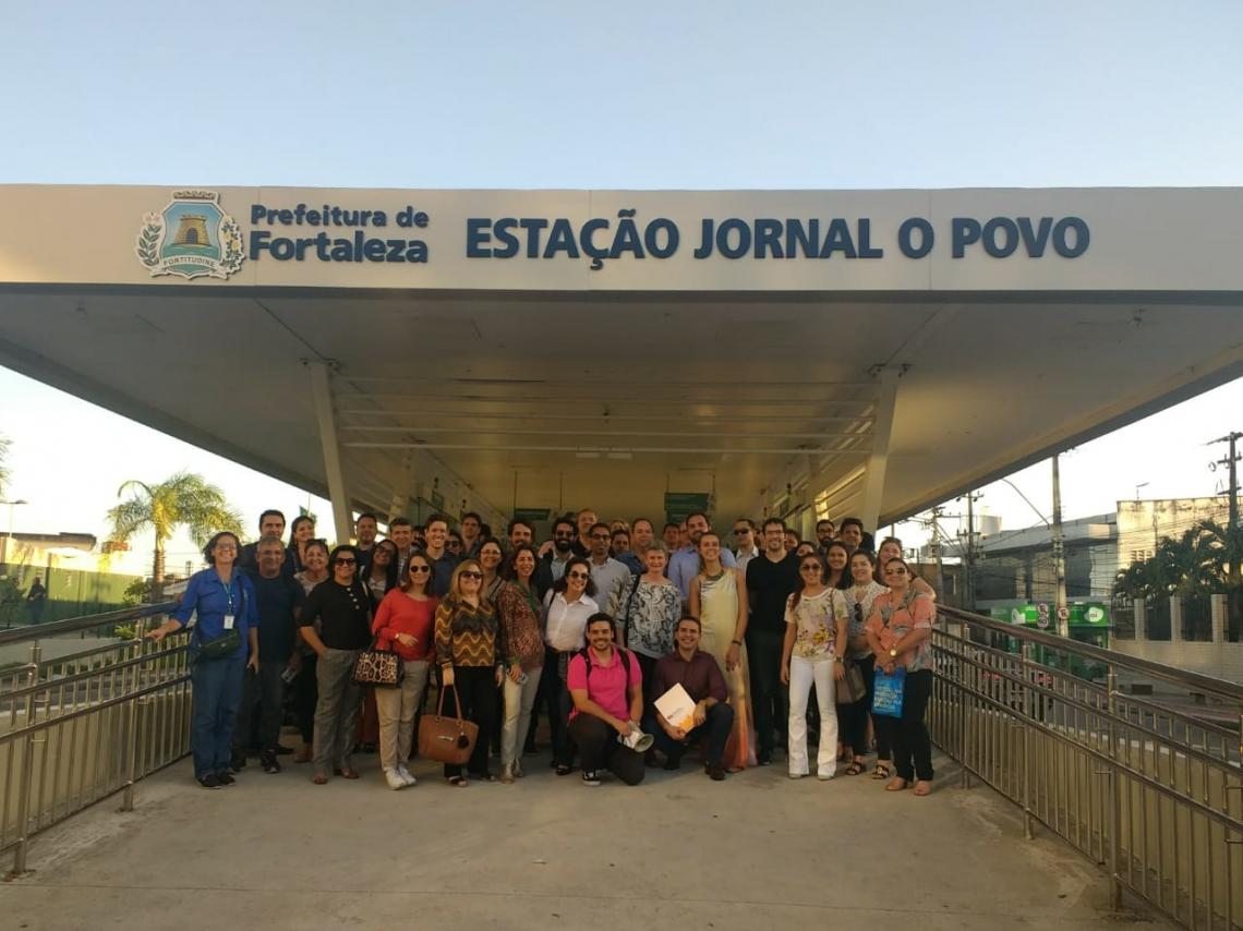 Participantes do curso realizam tour pelas intervenções na mobilidade urbana de Fortaleza