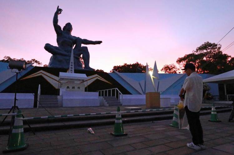 Para lembrar os 74 anos da bomba que foi lançada em Nagasaki, uma cerimônia em memória às vítimas foi realizada no Parque da Paz da cidade