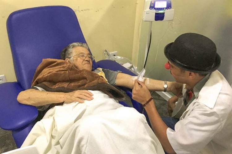 Grupo formado por voluntários e socioeducandos participam de visitas a hospitais do Cariri