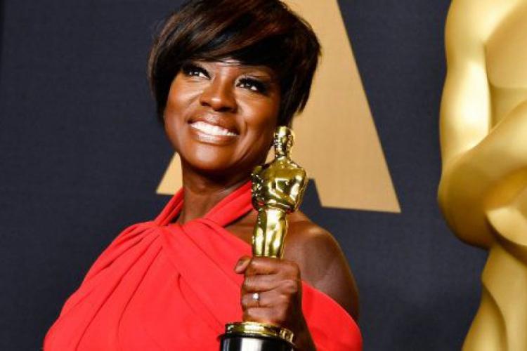 Viola Davis foi a primeira atriz negra a ganhar um Oscar, Emmy e Tony de atuação (Foto: Frazer Harrison / AFP / CP Memória)