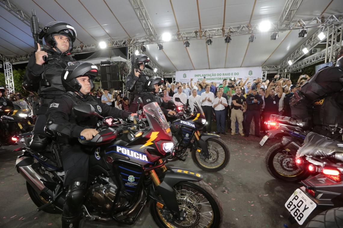 Acopiara conta agora com o reforço do efetivo de 37 policiais militares, que terão ao seu dispor 16 motocicletas e uma viatura. O videomonitoramento será feito por 17 câmeras durante 24 horas.