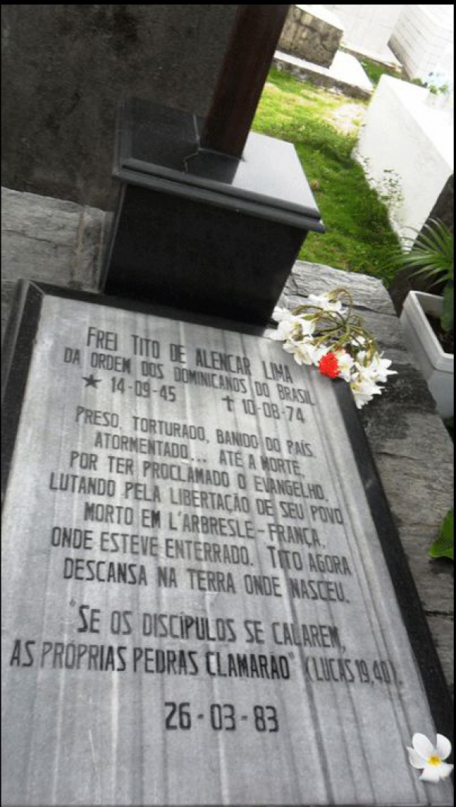 Lápide de Frei Tito, no cemitério São João Batista, em Fortaleza