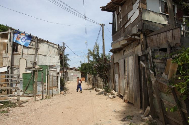 O Bolsa Família diminuiu o número de pessoas na faixa de extrema pobreza entre 2001 e 2017