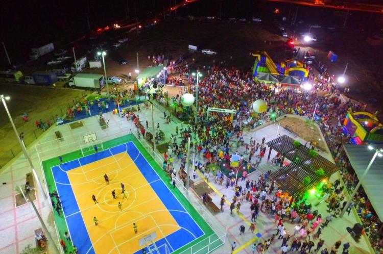A nova praça de Camocim tem quadra poliesportiva, playground, academia ao ar livre, bicicletário, entre outras estruturas para crianças e adultos.