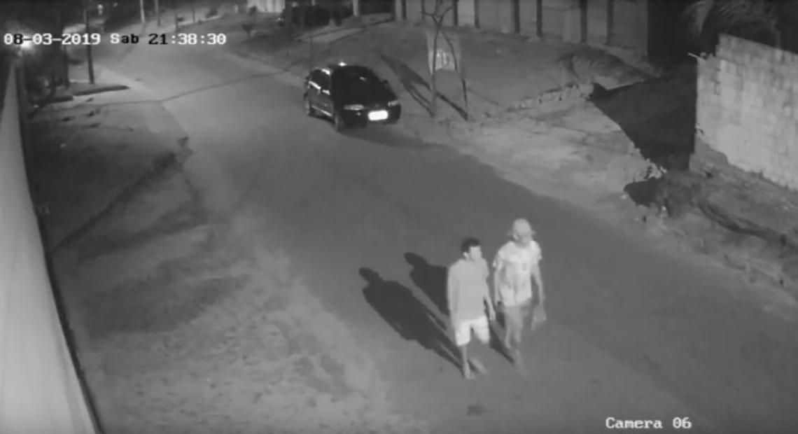 As imagens mostram as vítimas caminhando em direção a serra do Cruzeiro