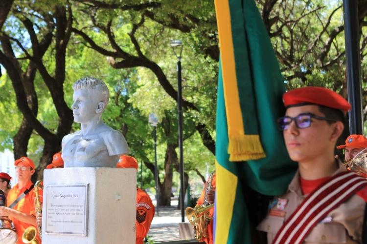 FORTALEZA, CE, BRASIL, 11.08.2019: Anualmente, no Dia do Estudante, o Corpo de Bombeiros do Ceará faz homenagem à João Nogueira Juca.  (Foto: Fabio Lima)