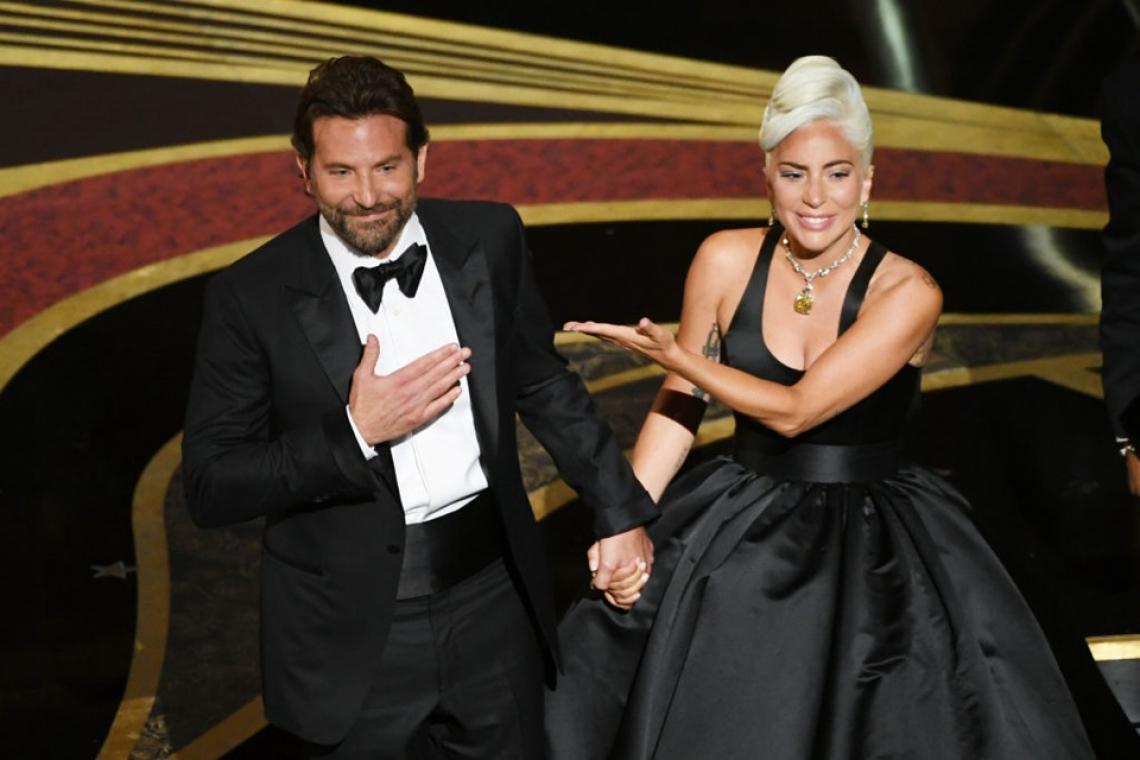Bradley Cooper e Lady Gaga performaram