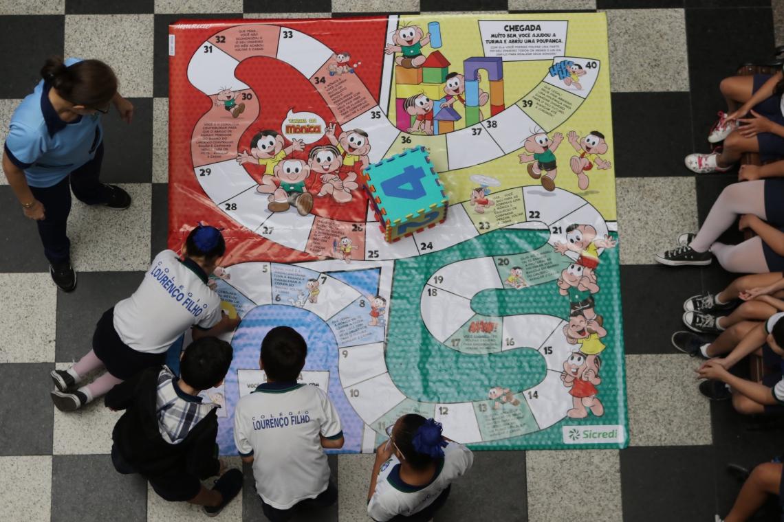 Jogo de Tabuleiro com temática da Turma da Mônica foi utilizado para ensinar educação financeira de forma lúdica às crianças do Ensino Fundamental