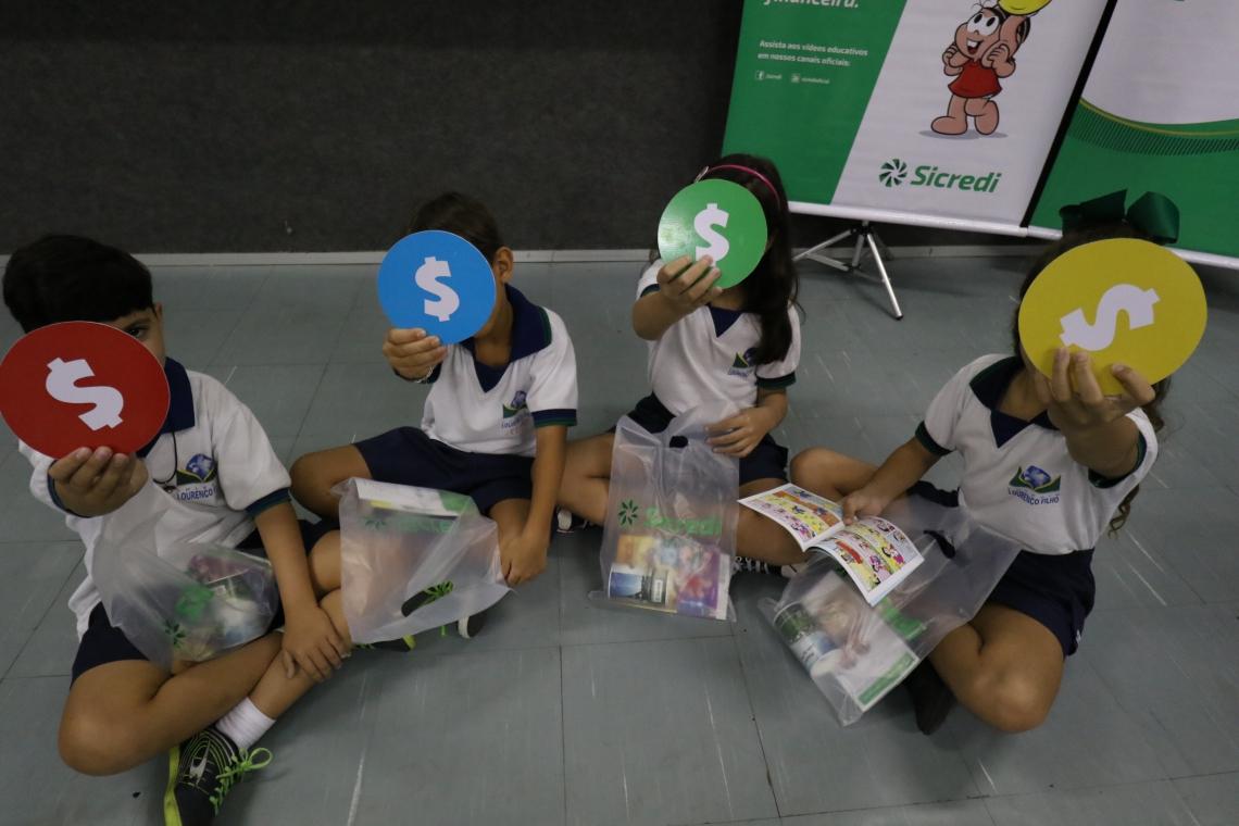 Fundação Demócrito Rocha em parceria com Colégio lourenço Filho e Sicredi, ensinam alunos a organizar as finanças através de jogos
