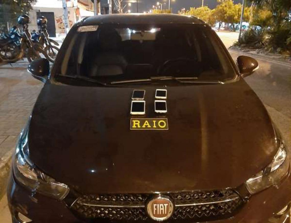 Além do carro, modelo Fiat Cronus, quatro celulares foram recuperados.