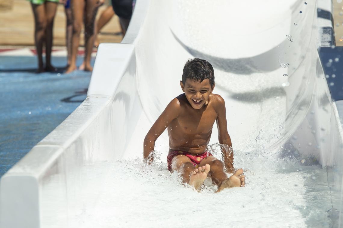 Evento especial reuniu crianças de projetos sociais no Aqua Park.