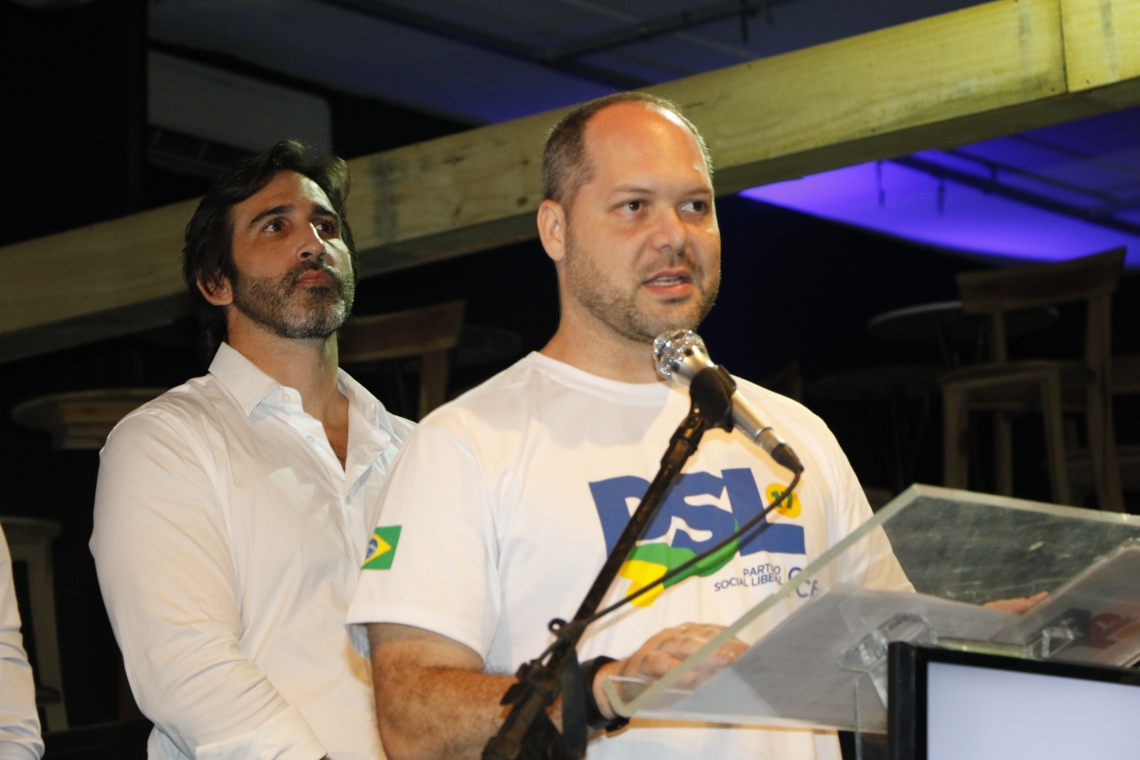 Deputado federal Heitor Freire, presidente do PSL no Ceará, à frente de Lucas Fiuza, ex-presidente do PSL em Fortaleza (Foto: Mauri Melo)