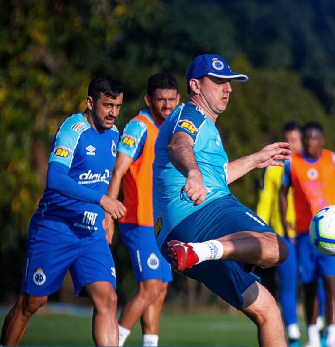 Ceni estreia pelo Cruzeiro com vitória contra o Santos