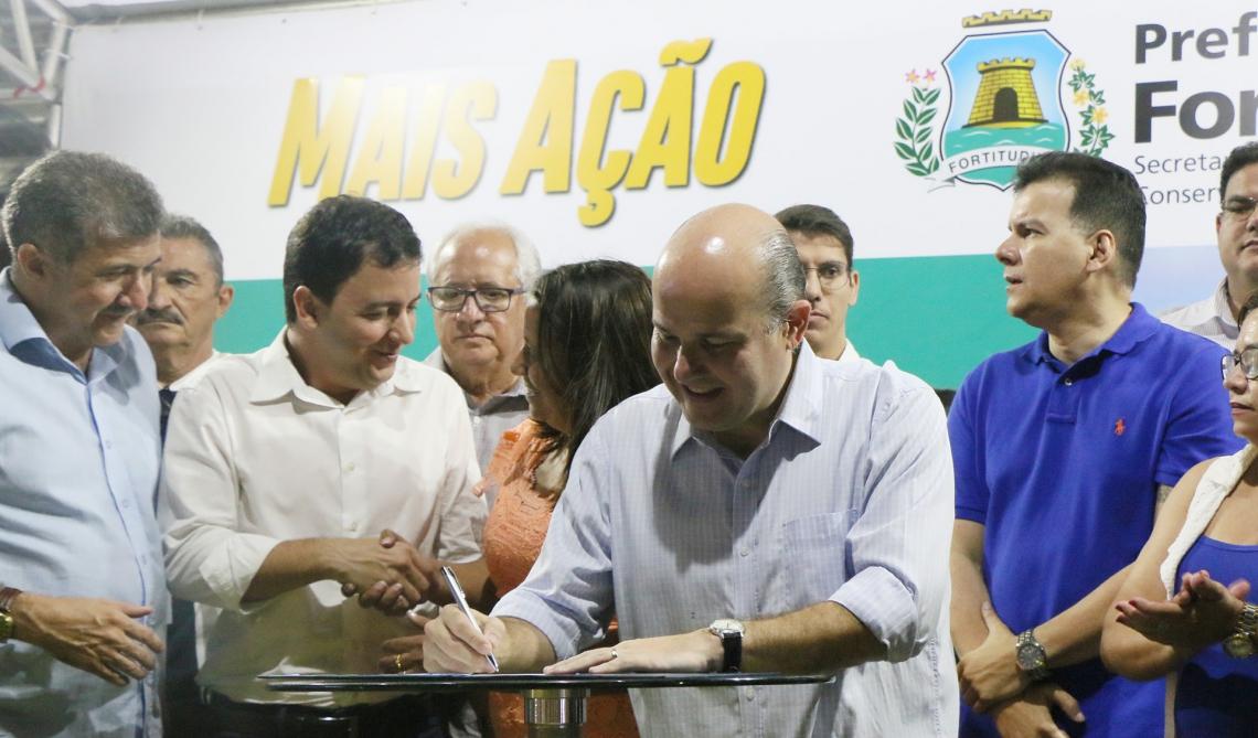 Roberto Cláudio assina ordem de serviço para construção de clínica veterinária de Fortaleza