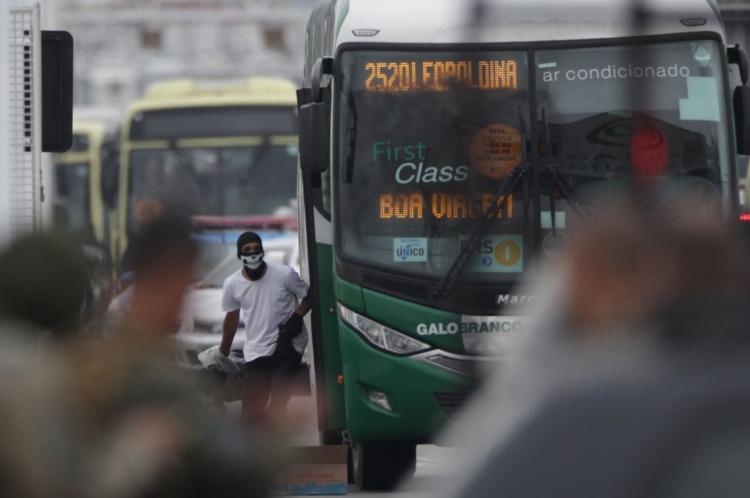 Sequestrador foi morto ao deixar o ônibus por alguns minutos.