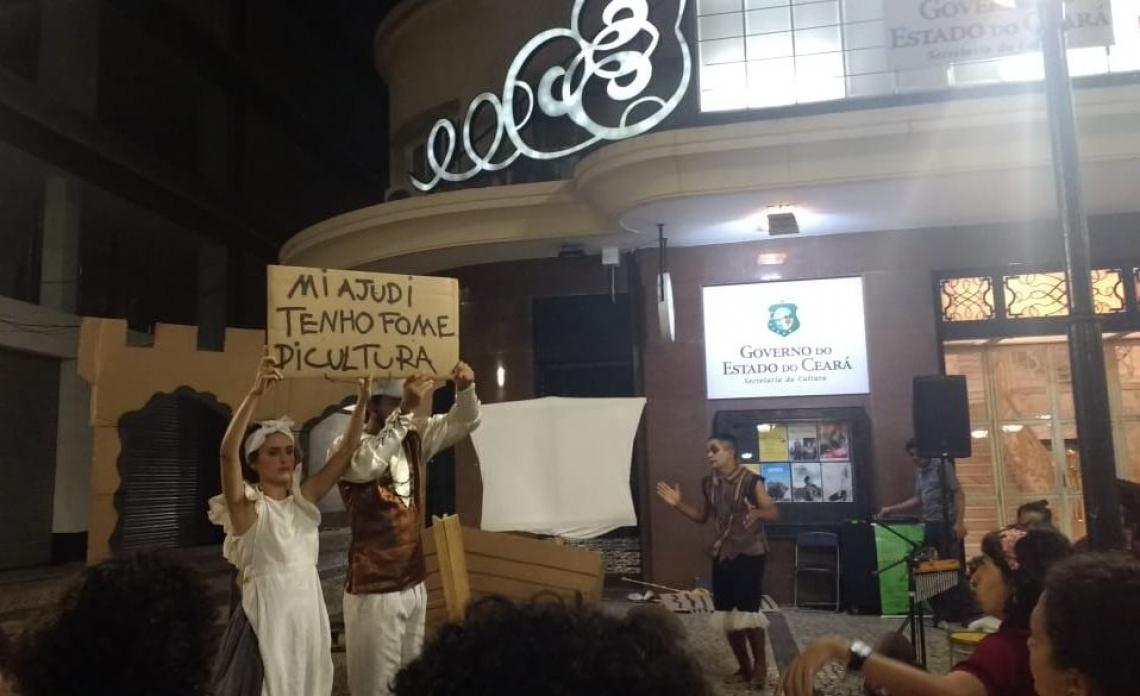 A apresentação teve maioria de moradores da Praça do Ferreira, no público