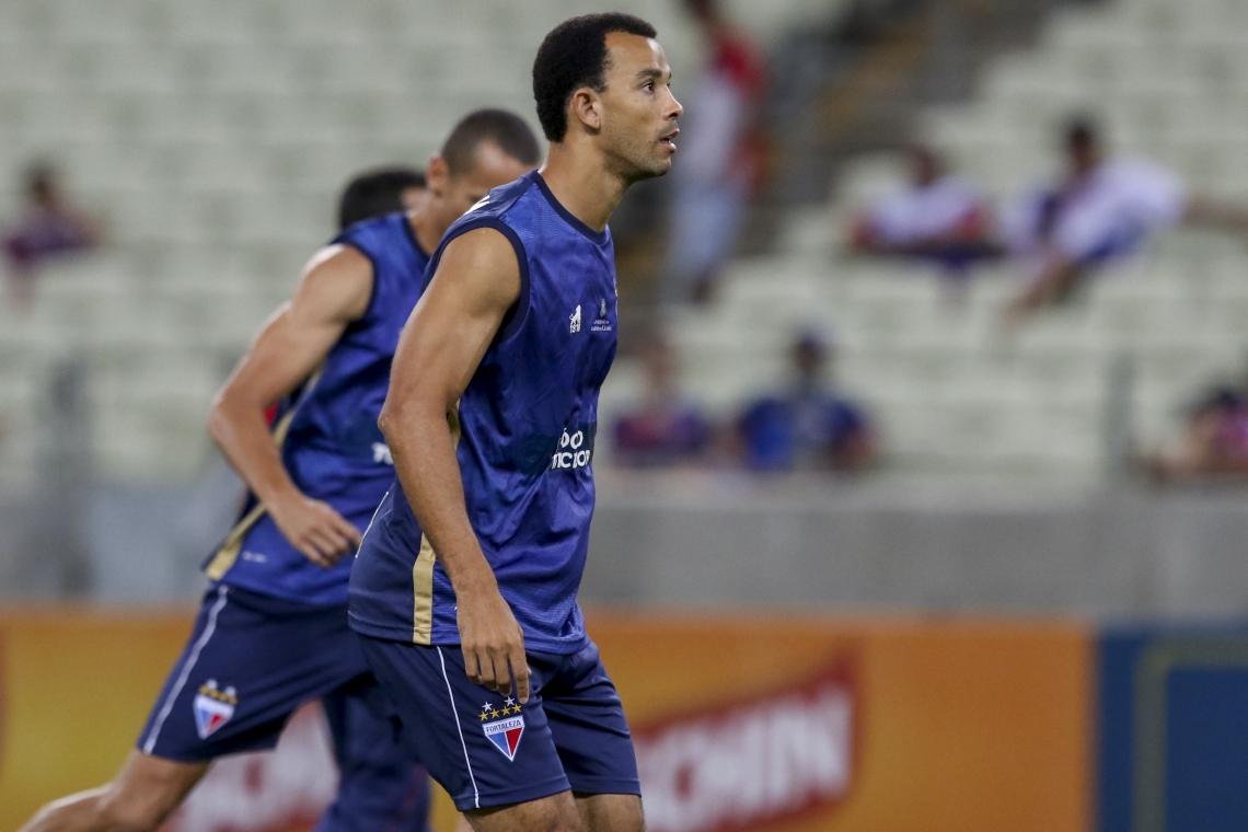 Roger Carvalho está de fora da temporada 2019 do Fortaleza.