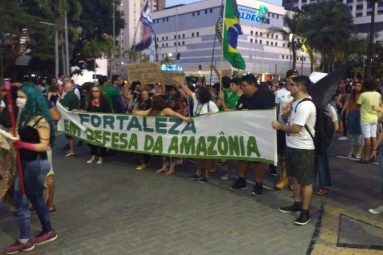 Ato concentrou na Praça Portugal e seguiu rumo ao Náutico