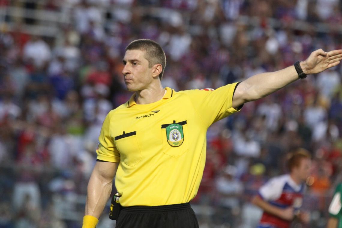 Árbitro FIFA como Anderson Daronco vão receber parcela de R$ 6 mil