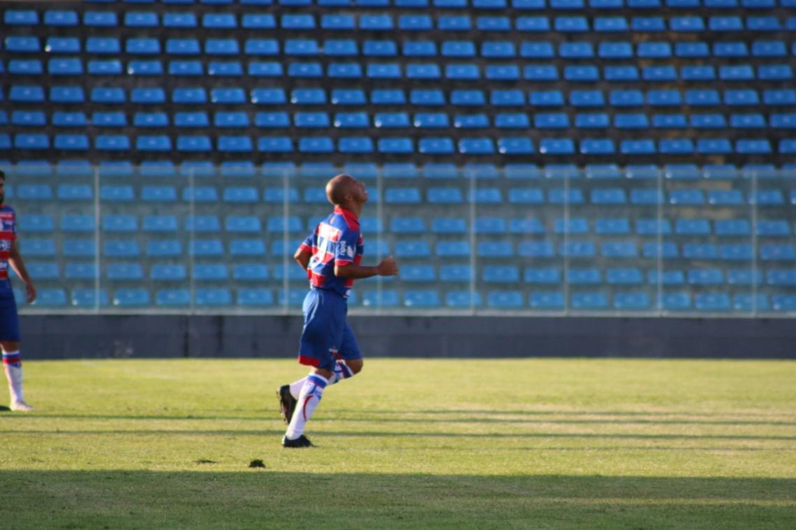 Rinaldo em campo pelo Fortaleza