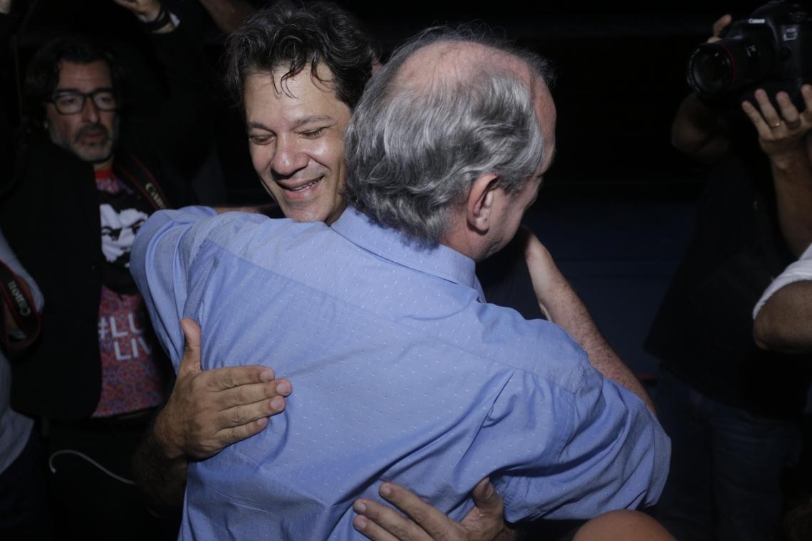 Abraço de Cid e Haddad no Cine Ceará