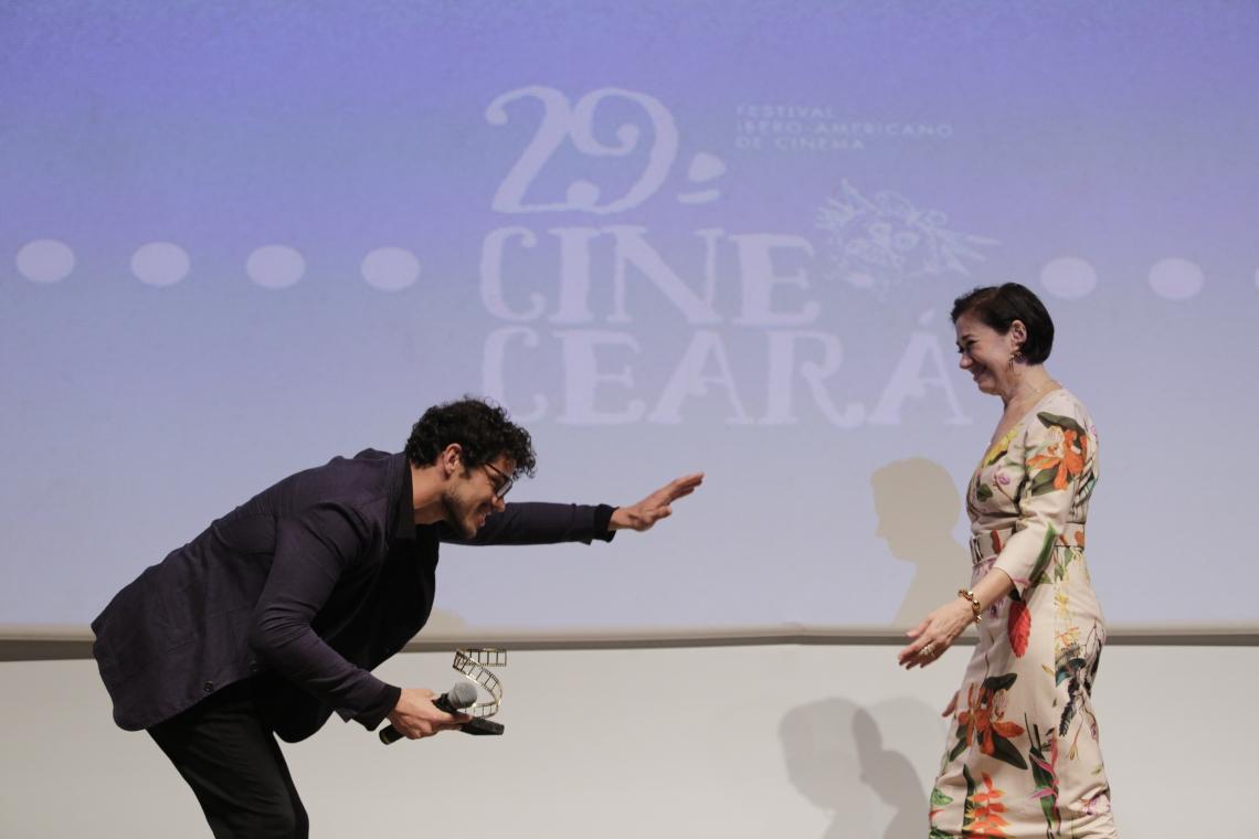 JOSÉ LORETO foi escolhido para entregar premiação a Lília Cabral