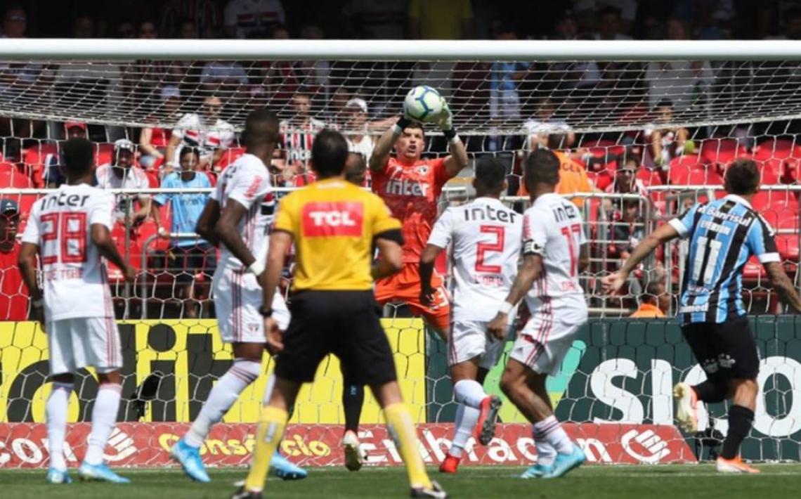 São Paulo e Grêmio ficaram no 0 a 0 e o Tricolor do Morumbi perdeu a chance de encostar nos líderes