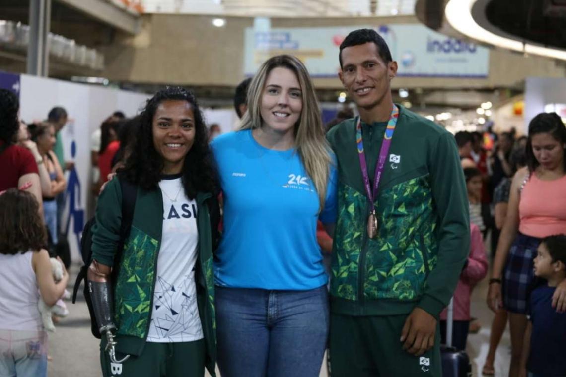 Atletas medalhistas foram recebidos no aeroporto de Fortaleza.