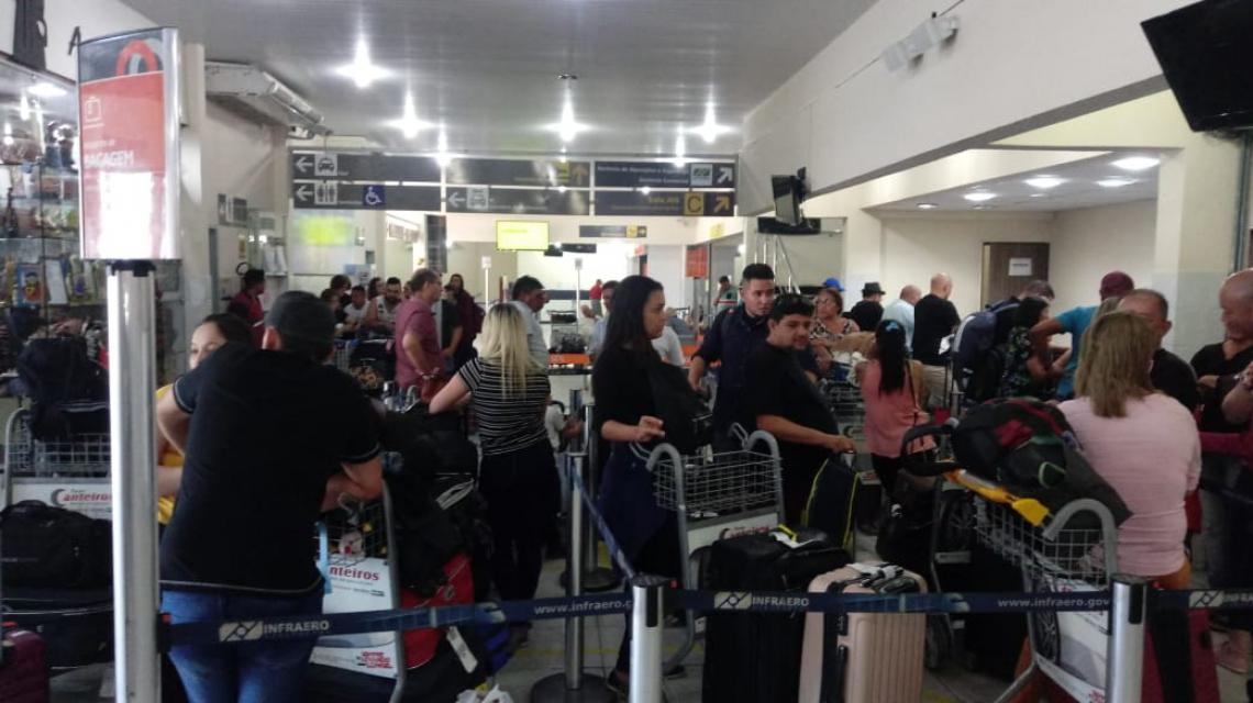 Após o acidente, filas intensas podiam ser vistas no saguão do aeroporto